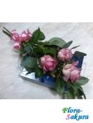 Три розы с конфетами . Доставка по Киеву и Украине