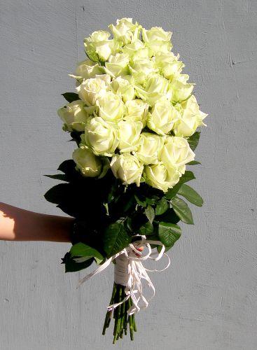Букет белых роз Леди. Доставка по Киеву и Украине