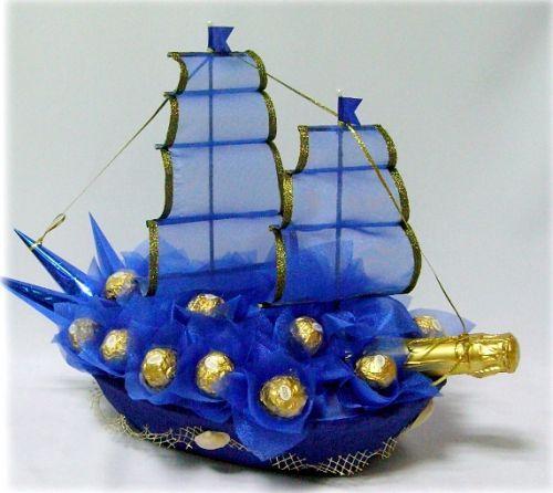 Корабль из шампанского и конфет