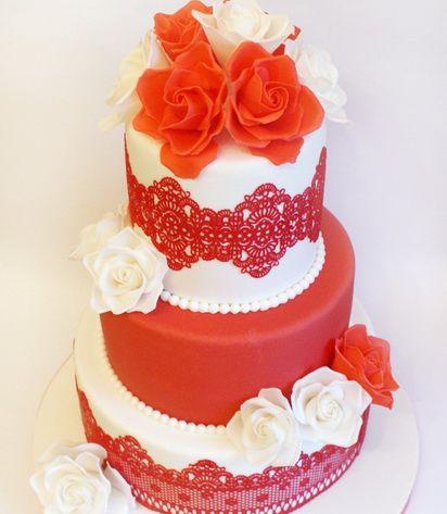 Торт красно белый с кружевом